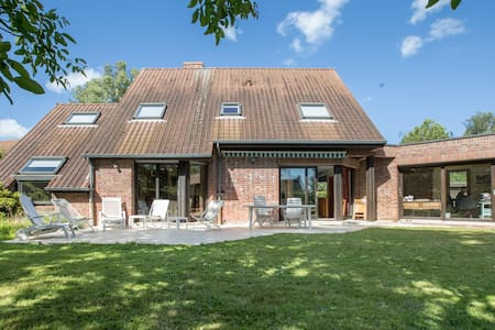 Large and quiet house close to Lille and Belgium