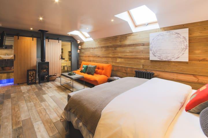 'An Leti' Dog-friendly luxury s/king studio suite