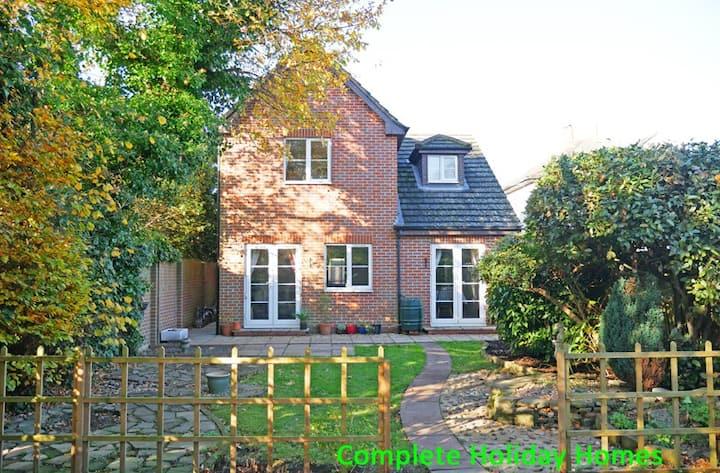Grove House - 4 bedrooms, in Gosport 8 (+2)