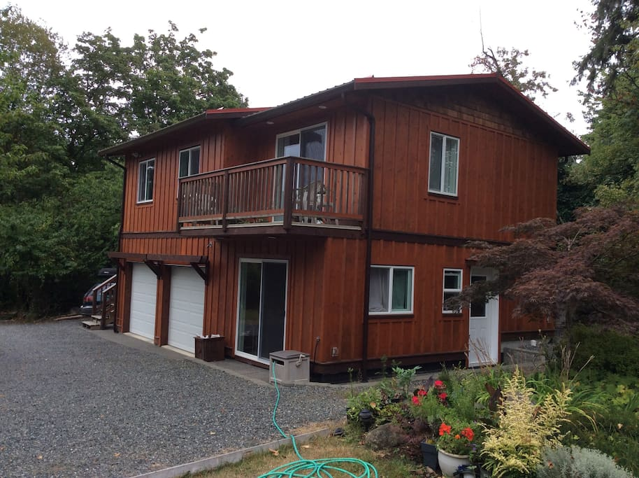 Enjoy this perfect location that is only 5 minutes from downtown Courtenay and 25 minutes to Mount Washington.