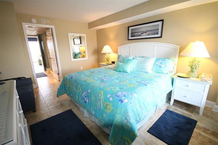 Oceanfront King Bed Suite - Luxury Renovation!