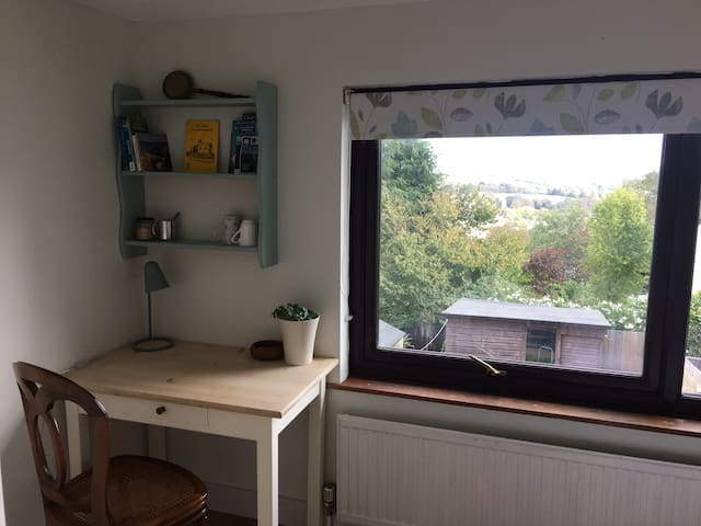 Lovely double room close to station/Penryn campus