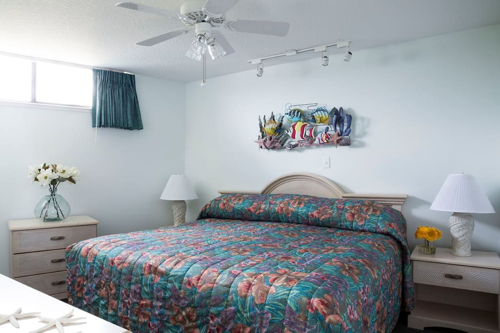 All photos are for reference only, colors of bedding, furniture, drapery and layout of actual unit may defer.