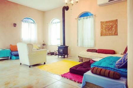 ASHRAM HOUSE MAOR - LIVING BED ROOM - Maor