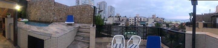 Cobertura Duplex - com piscina e vista para o mar