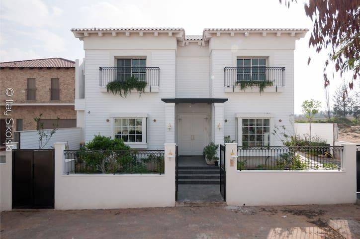 Hamptons luxery Villa in Savyon - Ashkelon