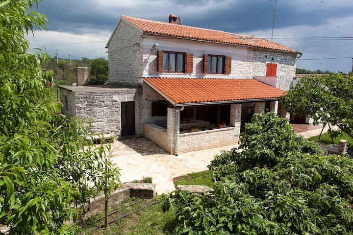 House for 5 persons with WLAN in Bale R66181