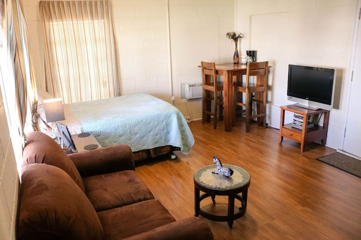 STUDIO by FT SAM, Airport & 7 miles to Downtown!