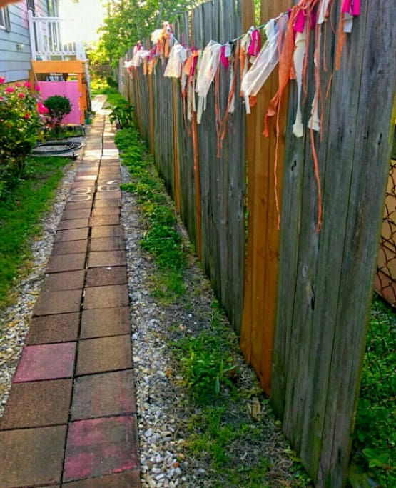 The path leading to the guest studio at the back.