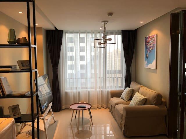 Mhome  魅蓝童趣风格 万达广场60平方精品套房公寓