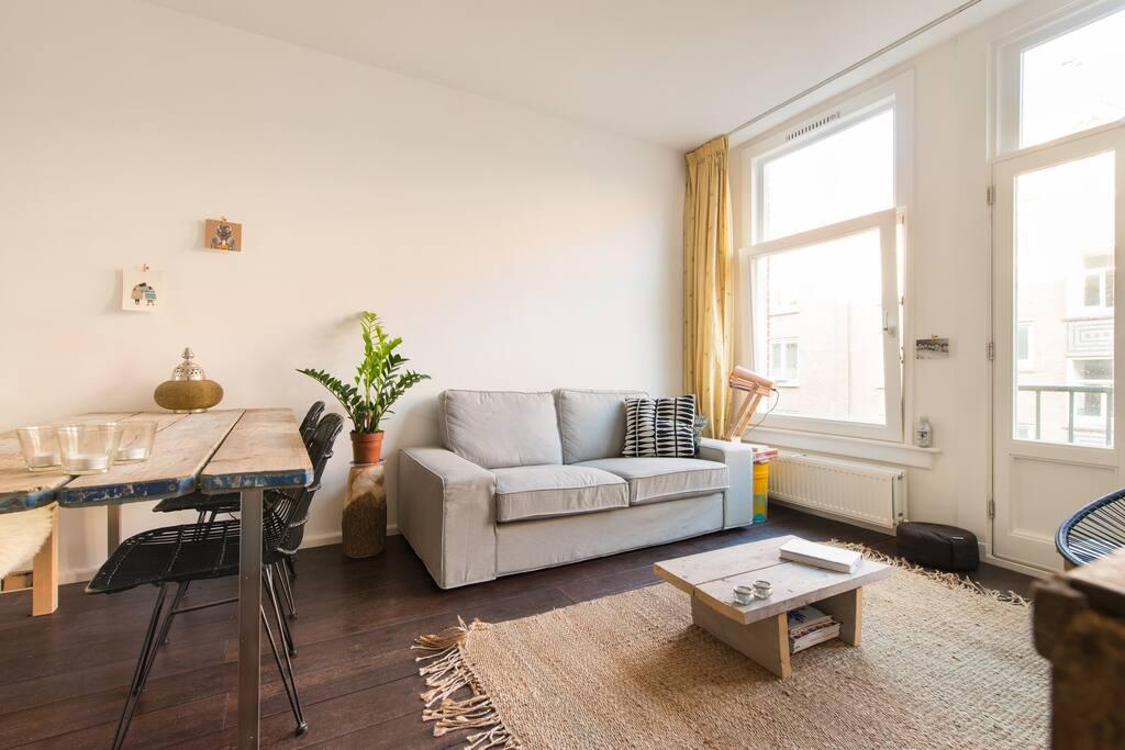 Livingroom and diningtable