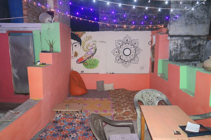 Guest house with awesome rooftop - Varanasi - Haus
