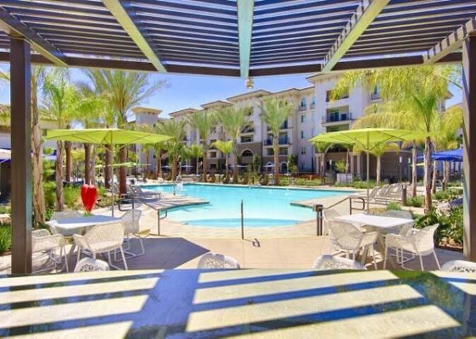 @Paradise w/ amazing amenities,6 pools/ spas/gym..