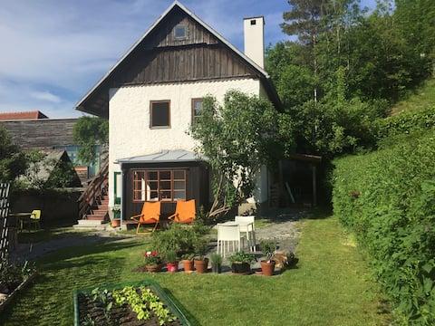 Wohnen im alten Steinhaus mit modernem Design