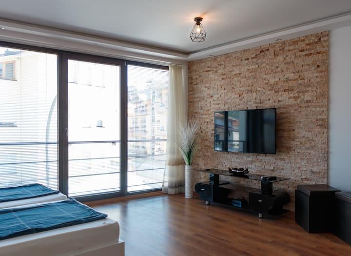 Kristijan's Apartment-Lake View, City Center