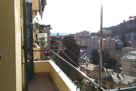 Genoa and the 2 Riviere - Genua - Appartement