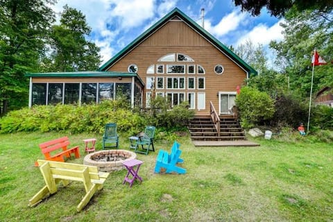 Waterfront chalet just one-hour from Ottawa