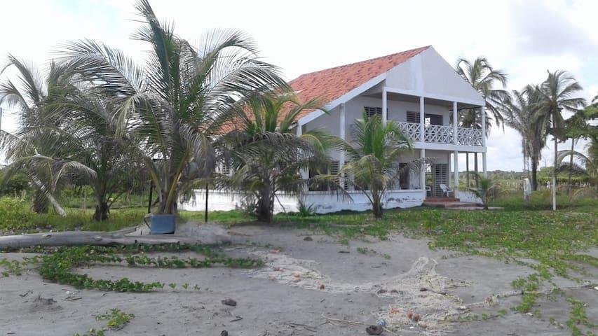 Cabaña en la Playa de San Bernardo del Viento