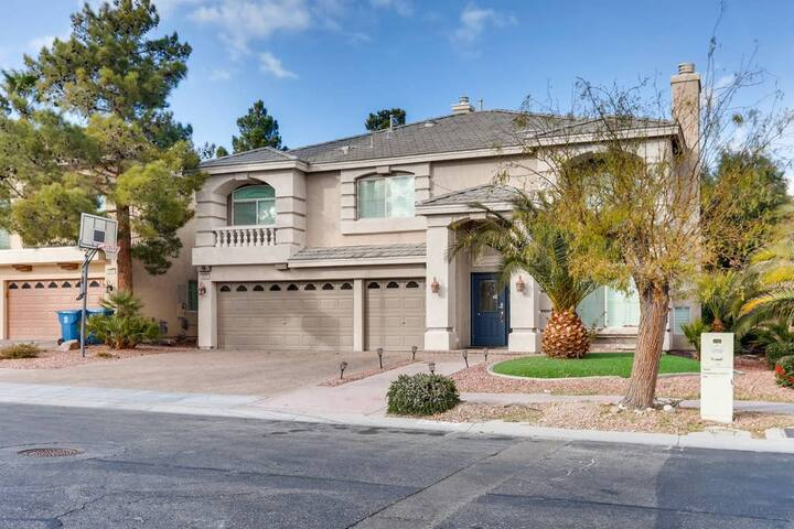 Coronado Crest · Awesome House w/Pool Near Strip!!!