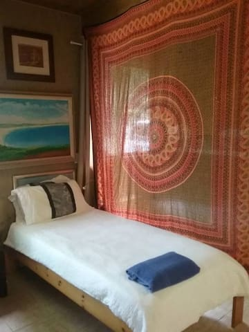 Currumbin Canopy Lodge Single Bed 2 - Currumbin Valley - Makuusali