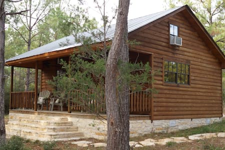 Piney Woods Cabin - La Grange - 小木屋