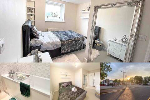 2 bed flat by station * lift *parking* netflix*