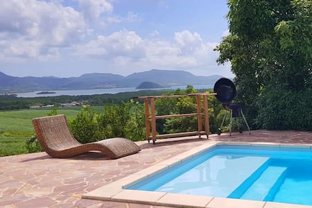 Upon the Bay: villa with pool, garden & bay views