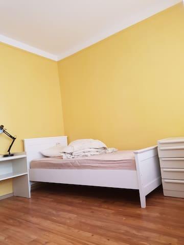 Отдельная комната в квартире в районе югендстиля