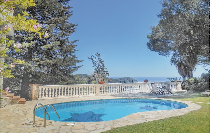 Awesome home in Tossa de Mar, Girona with WiFi and 7 Bedrooms