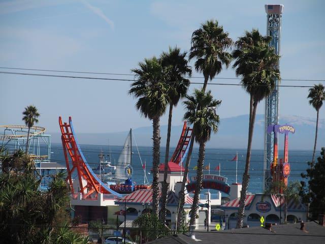 Walk to the Beach Boardwalk & Downtown Santa Cruz