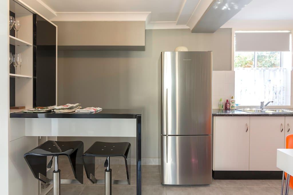 kitchen area showing breakfast bar