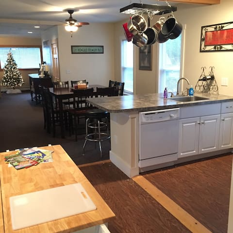 Woods Ski House apt 2 - Ludlow - Casa