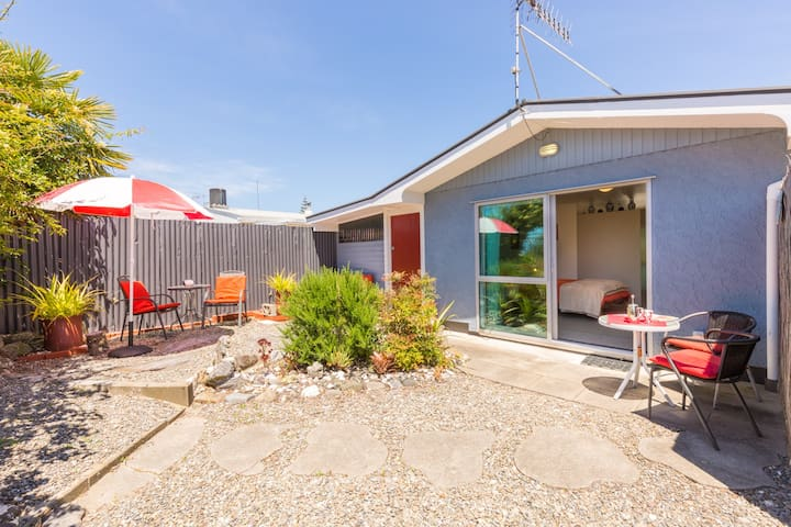 Beachfront Studio - Stand alone - Motueka - Apartment