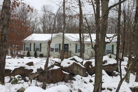 Perfect Pocono Paradise Rental - Albrightsville - Hus