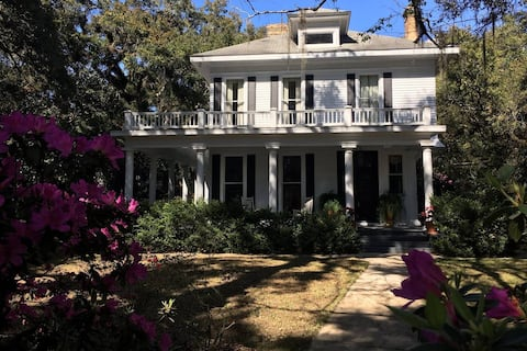 Guesthouse apartment at historic Mobile AL home