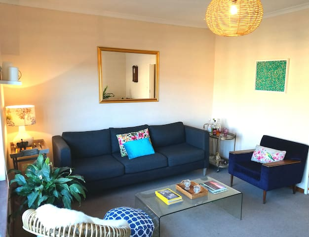 Comfy, Spacious & Bright apartment