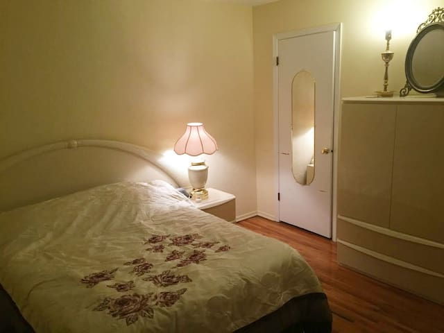 1 bedroom with bathroom in North Brunswick, NJ - North Brunswick Township - Stadswoning