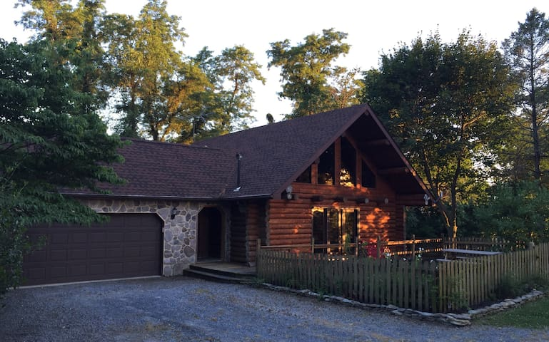 Serene log home at Murray Hill