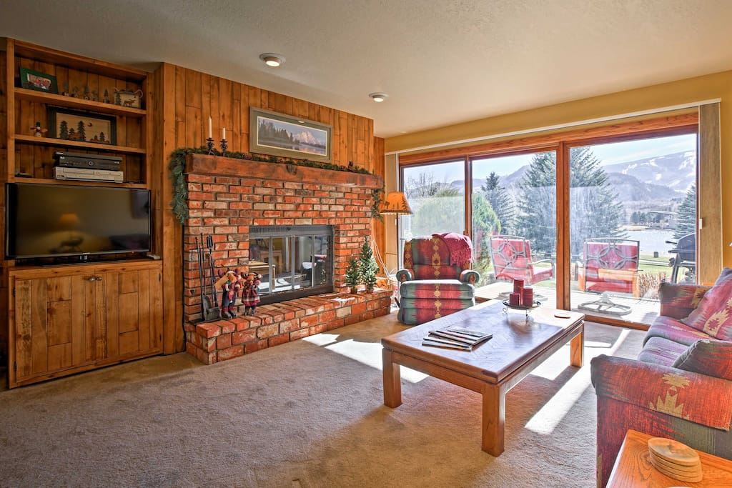 Spend chilly days relaxing in the cozy living area, complete with a wood-burning fireplace and comfortable furnishings.
