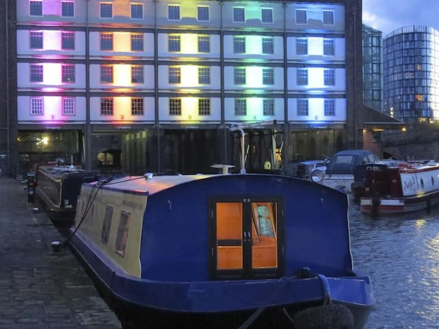 Millie Grace Houseboat
