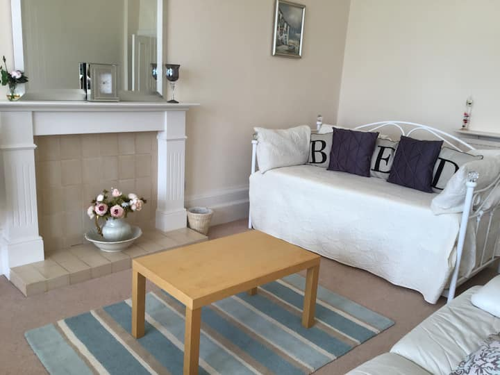 Carnoustie Flat Beside Golf Course And Beach