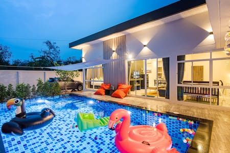 Let's Party Pool Villa 6BR/ 10mins to center HH