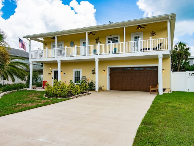 Snowbird Availability! Ocean Street Home By Beach