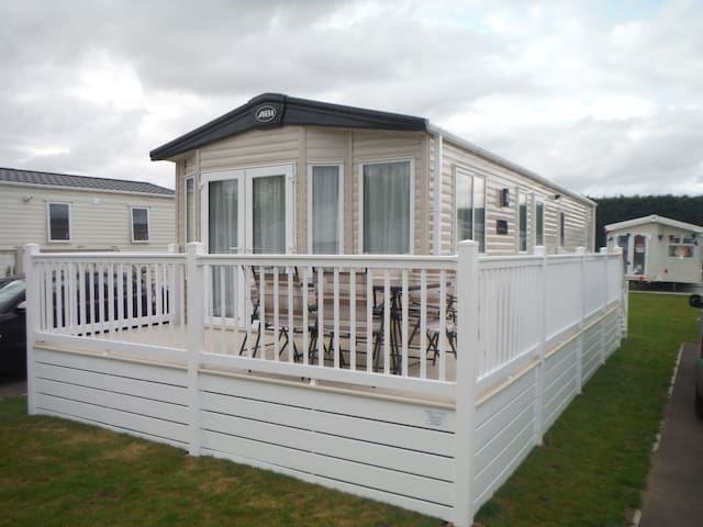 4/5 berth static home at Carlton Meres Park