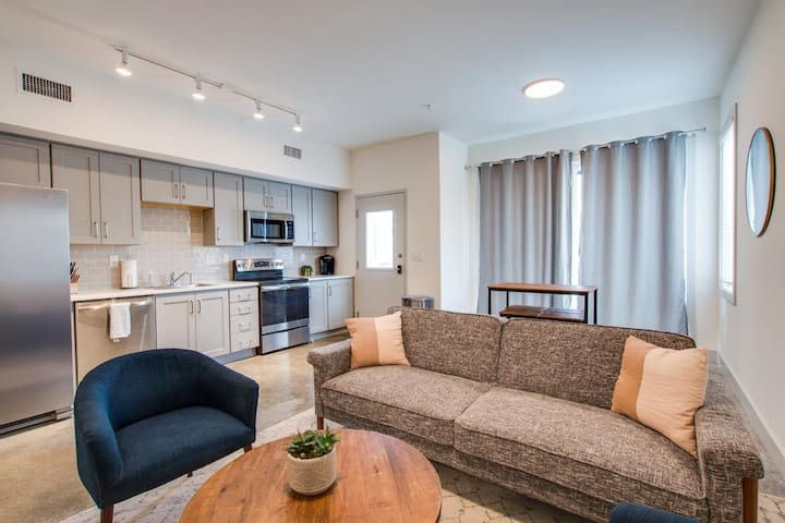 376-2 ALLOY - NEW! 5 ★ Urban Industrial Condo w/City Views, The Perfect Private Retreat, Alexa Enabled Smart Hm - Next to Everything!