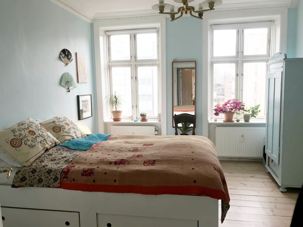 Two rooms en suite in huge Bohemian appartement. The perfect place to wake up in the middle of hipster Vesterbro.