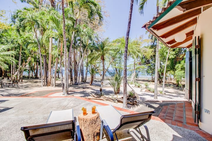 Dreamy, waterfront beach house w/ a full kitchen, and furnished patio!