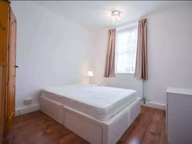 Sunny room east london leyton