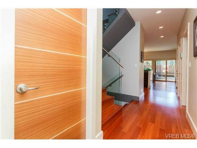 Modern, Spacious House with Patio in Fernwood
