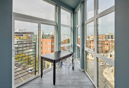 BRAND NEW | TOP FLOOR @ CITY CENTER > VIEWS!!!! - Seattle - Loft